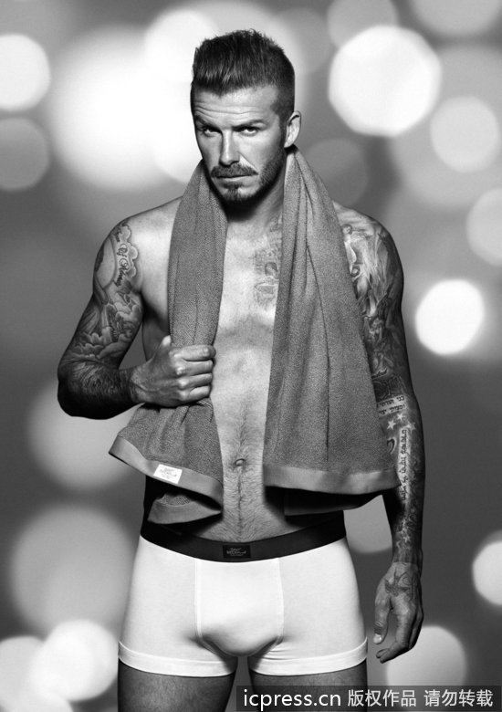 贝克汉姆拍摄黑白大片 着新品内衣性感万人迷