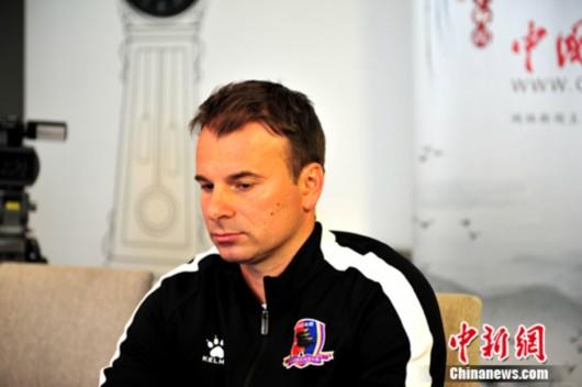 斯塔诺:中国足球最近成绩不错 管理层面仍缺逻
