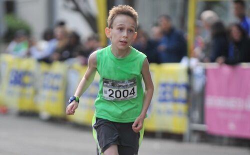 10岁小孩破半马世界纪录 马拉松纪录屡被刷新