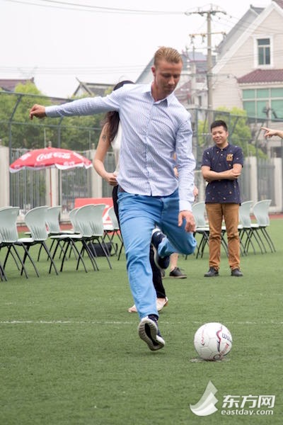 沪上皇马青少年足球训练营开营 球星教孩子踢