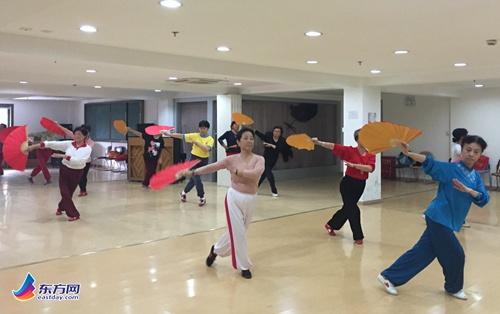社区收入举办木兰拳(木兰扇)活动培训-木兰拳,羽毛球穿线师的大桥图片