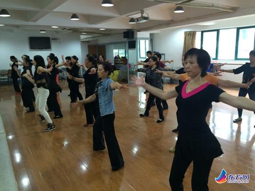 杨浦区五角场社区举办健身操活动培训-木兰拳哈飞赛马中网图片