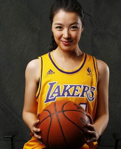 王洁是篮球节目主持人