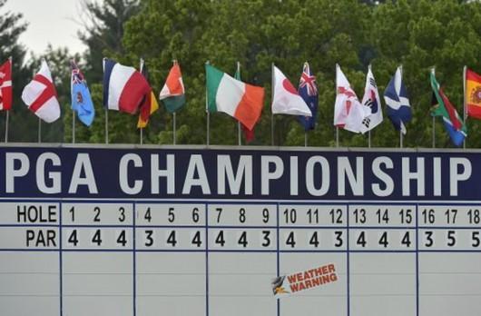 PGA锦标赛第三轮因天气原因暂停