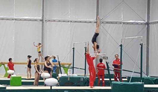 第一批运动员开始赛前训练 运动员公园设施齐全