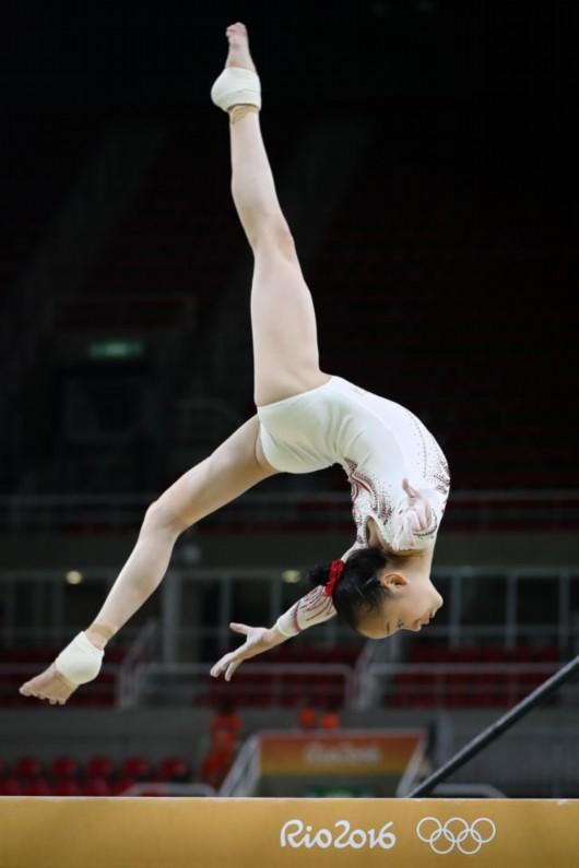>>正文8月4日,中国体操女队队员在里约热内卢奥林匹克体育馆进行骑自行车戴v正文面镜图片