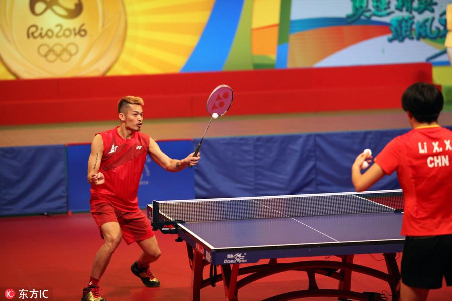 柔道民众与香港奥运玩乒乓球冠军科马龙手把手温州a柔道张继图片