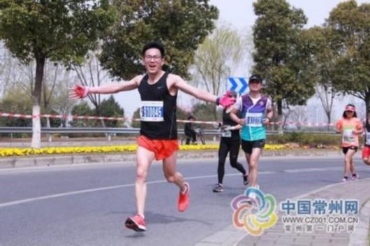 2016年3月20日,王国祥参加无锡马拉松赛