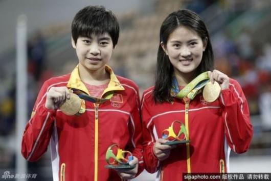 陈若琳(右)获得里约女子双人10米台冠军