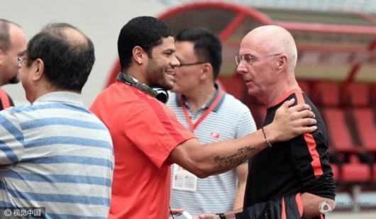 上港vs国安首发:胡尔克首发登场 国安双前锋