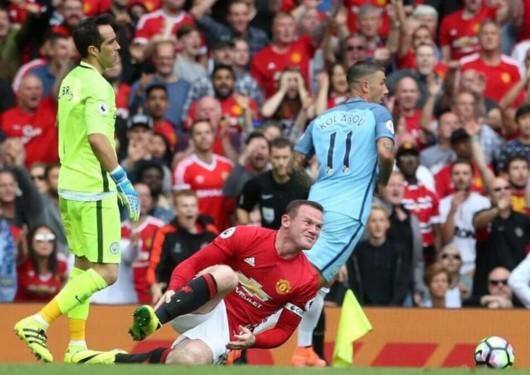 英超名宿:布拉沃该染红 裁判欠曼联一个点球
