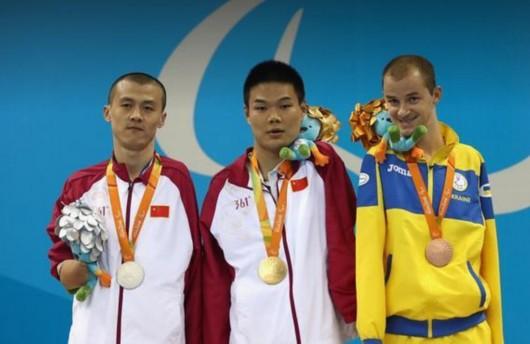 郑涛摘得S6级100米仰泳冠军