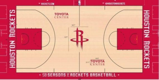 &nbsp&nbsp&nbsp&nbsp新设计球场 &nbsp&nbsp&nbsp&nbsp新浪体育讯北京时间9月20日,据著名NBA记者扎克-罗维报道,为了庆祝建队的第50个赛季,休斯顿火箭队将在2016-17赛季使用一块新的球场。 &nbsp&nbsp&nbsp&nbsp新的火箭队比赛球场设计将在下赛季正式投入使用。很重要的一步。自从2013-14赛季以来,已经有17支NBA球队更换了他们的比赛球场。扎克-罗维在推特上写道。 &nbsp&nbsp&nbsp&nbsp从火箭队新球场的照片来看,整个球场