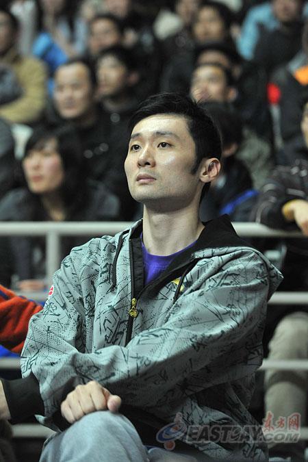 刘炜缺阵卢卡斯打满全场 上海男篮主场复仇浙江