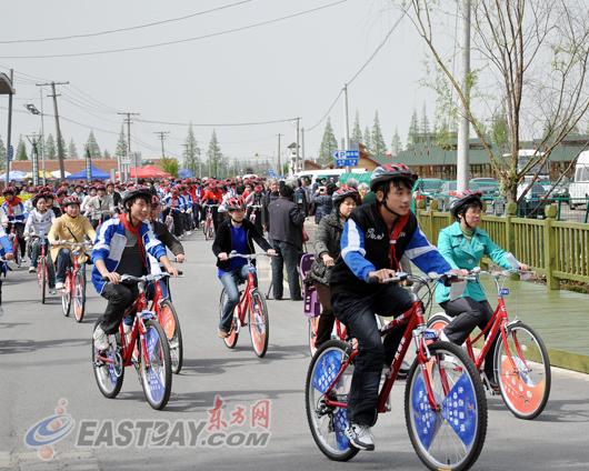 市民自行车骑游活动和环岛自行车赛摄影大赛,充分展示了崇明岛人与